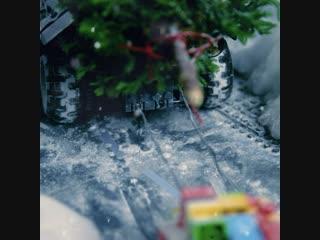 LEGO DC Super Heroes - LEGO Batmobile Celebrates the Holiday Season