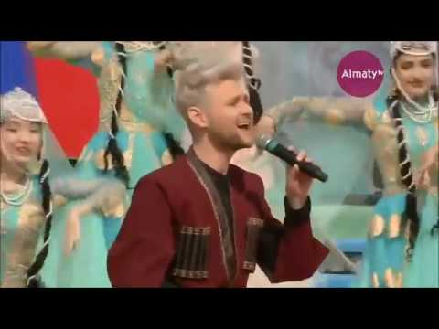 Eldar - Novruz Gəlir (at Almaty Nauryz 2019 Celebration).Дважды спел Eldar поразил казахстанцев своим исполнением.