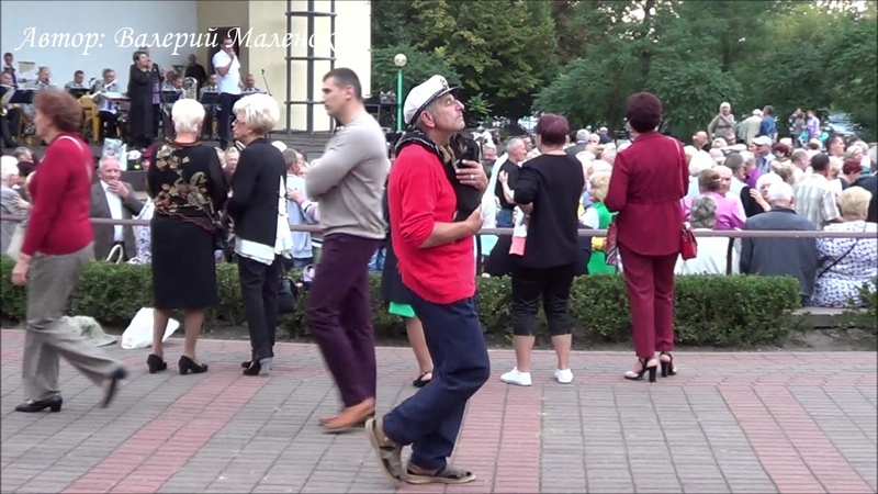 Музыка, танец, селфи... и все в одном ролике Music! Dance!