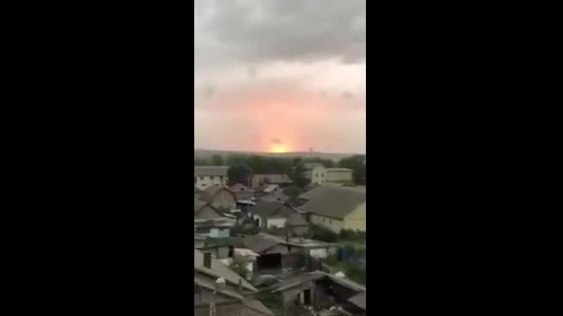 На Росії в Красноярському краї неподалік міста Ачинськ знову лунають вибухи за попередньою інфрмацію відбулось влучання блискав