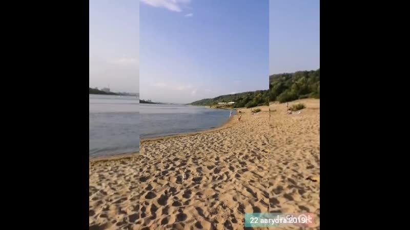 А на реке Оке жёлтый песок