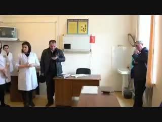Вчера в ходе рабочей командировки в Хасавюрт министр здравоохранения Джамалудин Гаджиибрагимов встретился с сыном заместителя гл