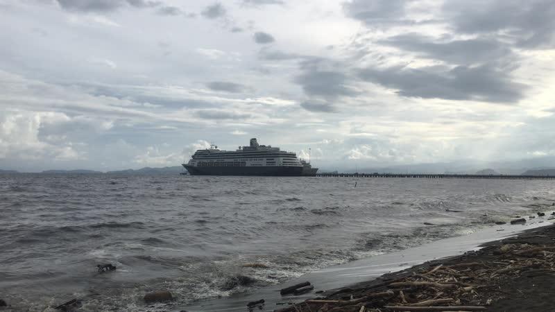Ещё один туристический лайнер в порту Пунтаренаса