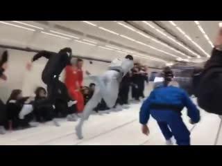 Симулятор невесомости. Usain Bolt in a space race courtesy of a zero gravity simulator.