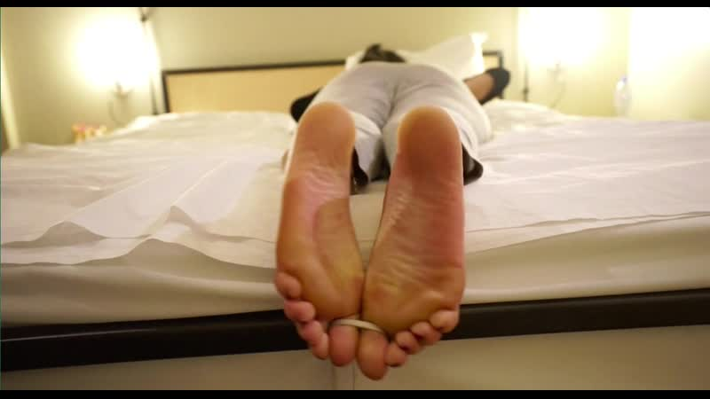 Strict husband gives wife's bare soles a merciless whipping with thin electrical cord