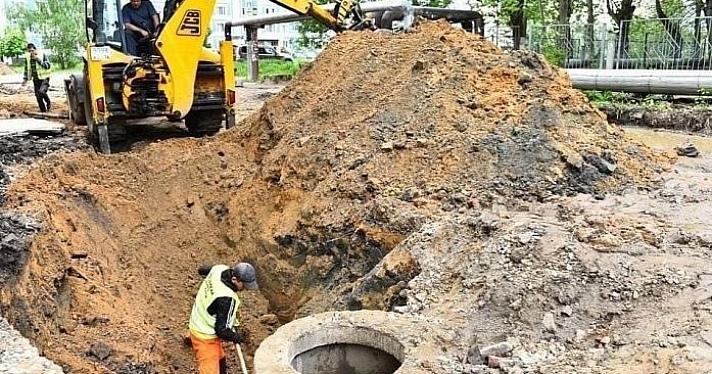 Во дворах Фрунзенского района ремонтируют ливневую канализацию