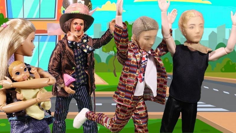 ИСПУГАЛИСЬ КЛОУНА ?! / Куклы МАМА БАРБИ, Маша и Даша
