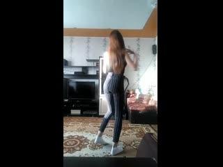 Танцующая одна Ч. 3 (live девушка школьница студентка стройная джинсы юбка колготки girl teen slim jeans skirt pantyhose dance)