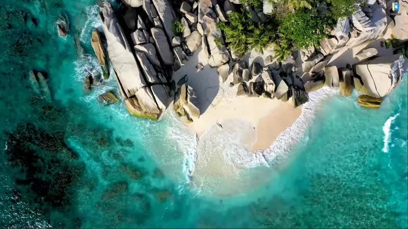 Песчаный берег скалистого острова живые обои для Wallpaper Engine