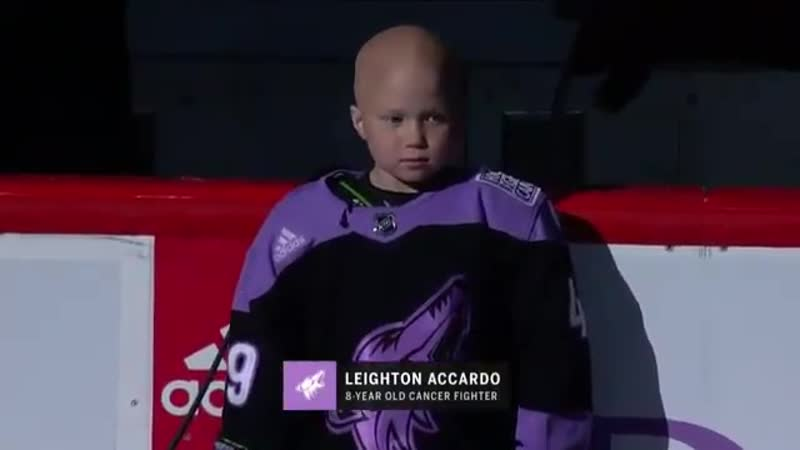 Лейтон Аккардо приняла участие в раскатке «Аризоны» перед игрой с «Калгари»