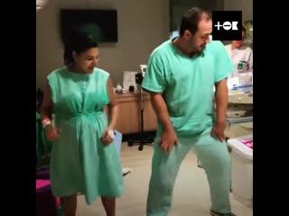 танцы во время родов