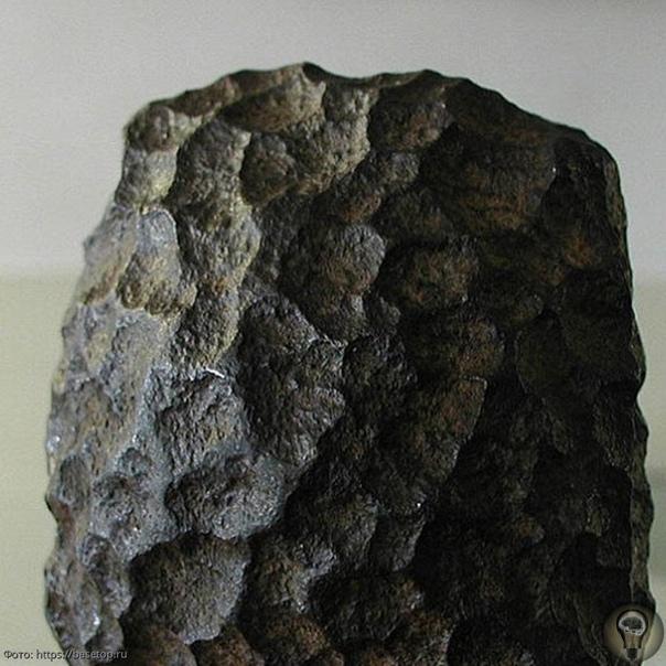Топ 6 артефактов внеземного происхождения Зальцбургский параллелепипедБыл обнаружен в 1885 году в Австрии во время проведения геологических работ в куске угольной породы. Вес металлического