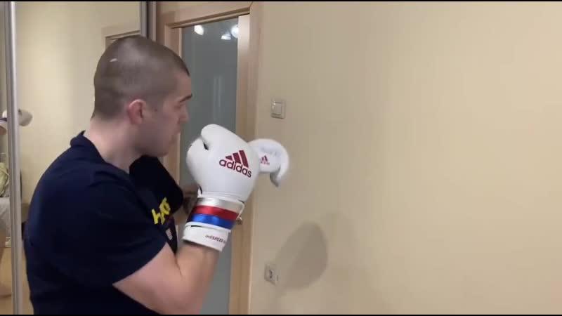 Домашние тренер по боксу Виктор Пышкин