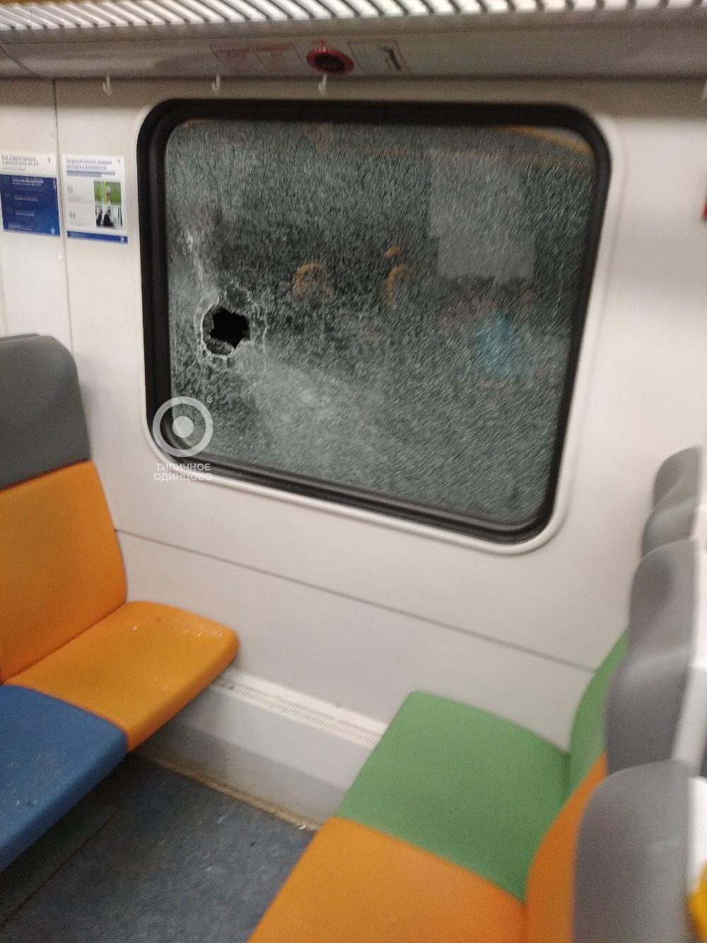 Какие-то умалишенные люди кинули камень в окно