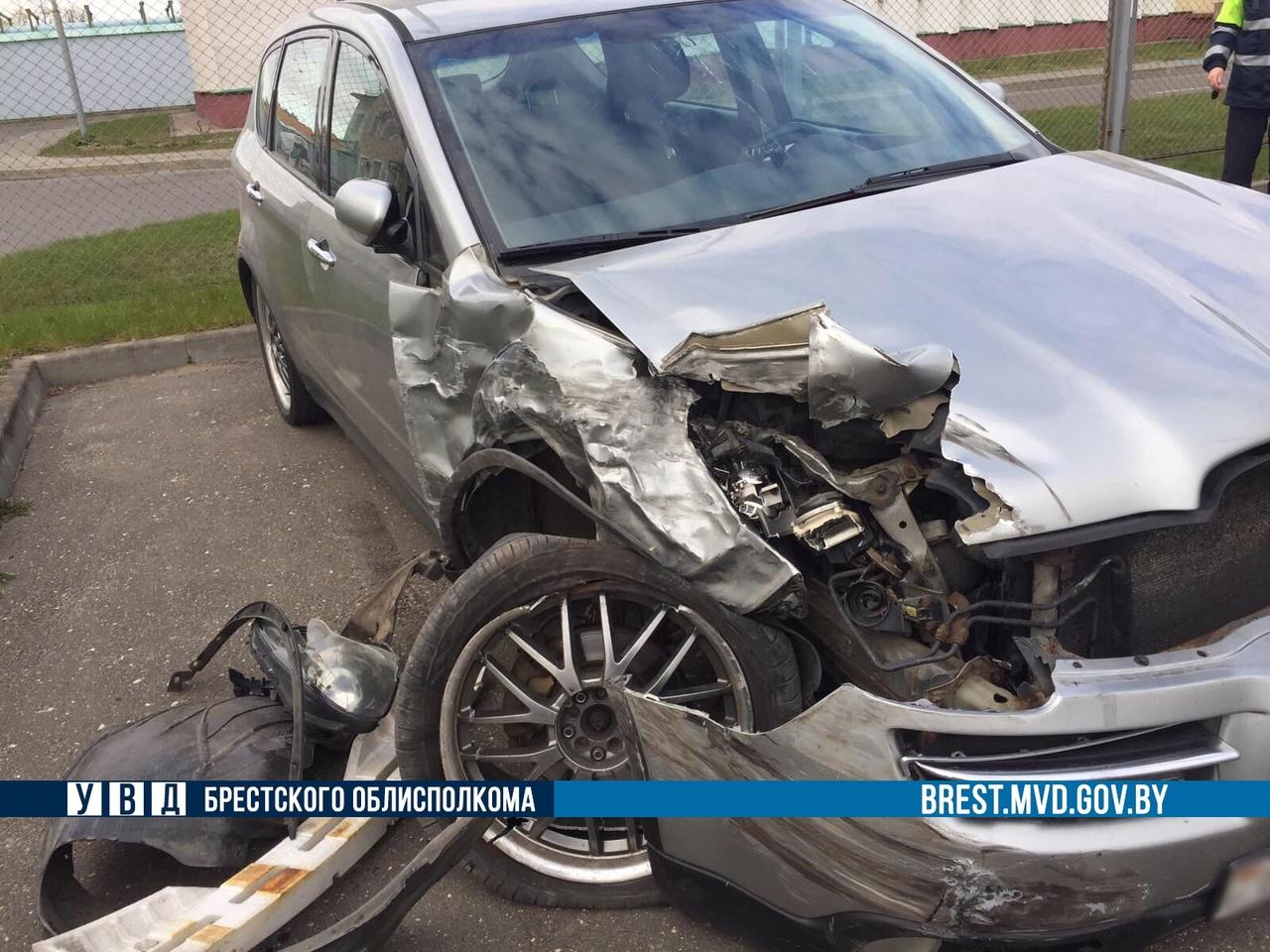 Конкретный замес... В г. Барановичи «курьезное» ДТП, повреждены 7 автомобилей