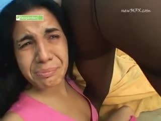 Бразильянка в черных колготках пердит в лицо своей оппонентке / Brazilian Girl in black pantyhose farts in her enemy's face