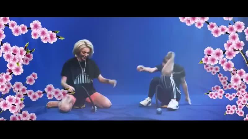 Марьяна Ро и Настя Ивлеева прыгают на насосе попа слив попка спалила грудь голая скачет