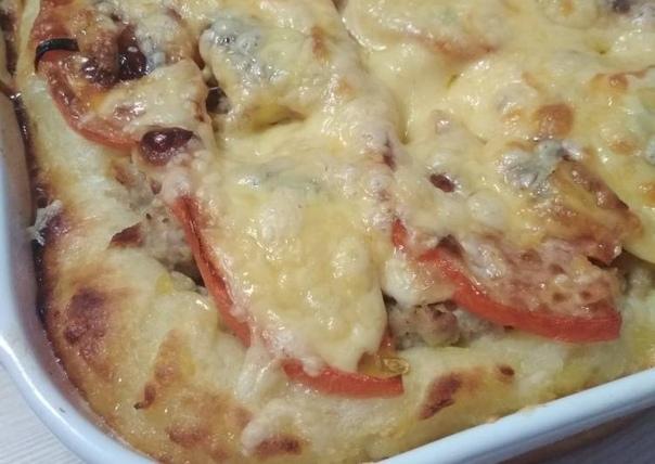 Пицца очень быстрая  Ингредиенты: -0,5 л. кефира, -2 яйца, -2 столовые ложки...