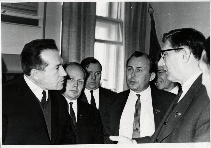 Слева направо: С.Н. Штипельман, И.В. Иевлев, И.П. Морозов, Б.Ф Братченко (министр угольной промышленности)
