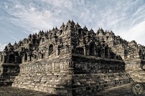 Тайны храма Боробудур Величественный храмовый комплексБоробудур каменная энциклопедиябуддизма грандиозное и сложное по композиции сооружение, затерянное в джунглях