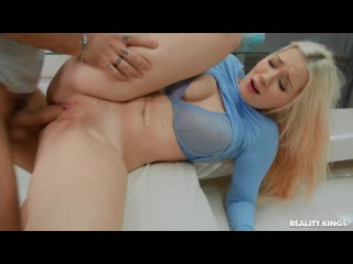 Roxy Risingstar Take A Bite порно porno