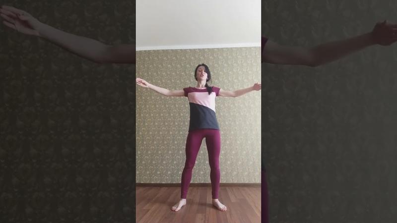 Клуб села Бирюки. Занятия в танцевальном коллективе. Отработка движений по belly dance.