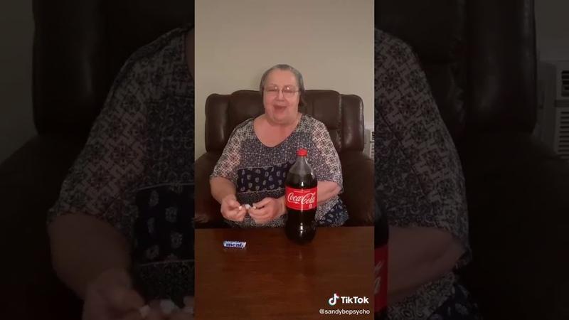 TikTok Created Babcia 👵 sprawdzę jak to działa Mentos i Coca Cola daje ❔🤔