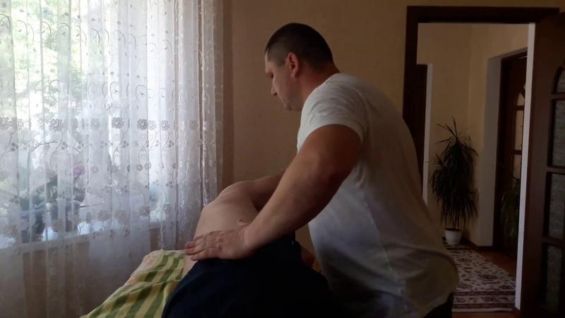 Костоправ вправил позвонки и боль пропала. / Corectie vertebrala.