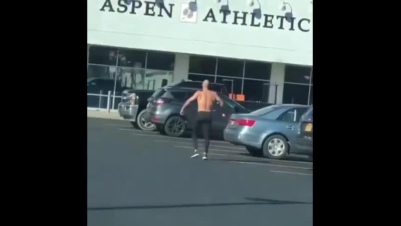 гора мышц. gym. sport