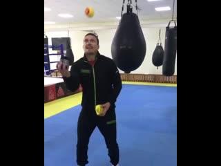Тренировка Александра Усика на ловкость и координацию