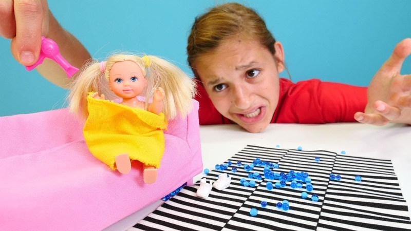 Chelsea gölete düşüyor! Barbie ailesi. Kız oyunları ve oyuncakları