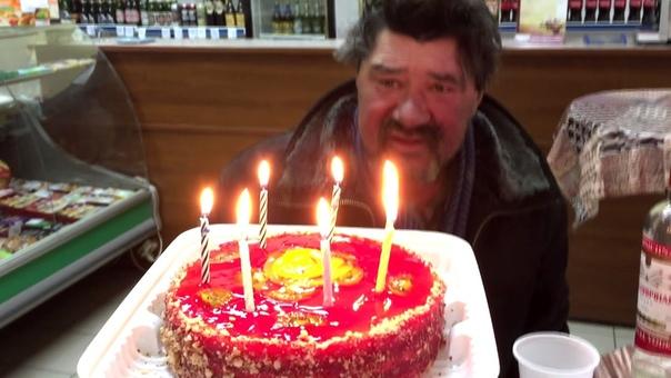 певец идёт картинки с днем рождения бомжи сиянием ночного города