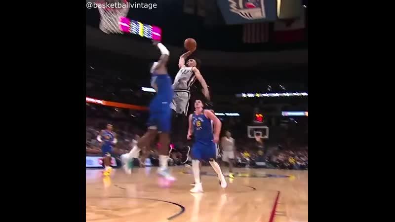 Derrick White dunks on Paul Millsap