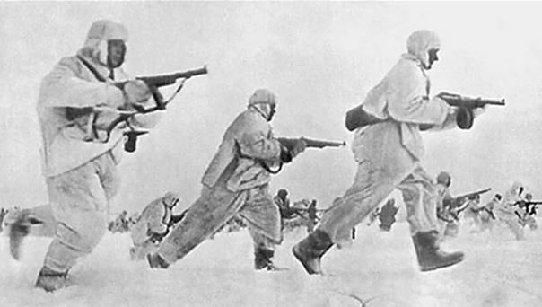 В декабре 1941 года, с самолетов был сброшен десант без парашютов, преградивший немцам путь на Москву