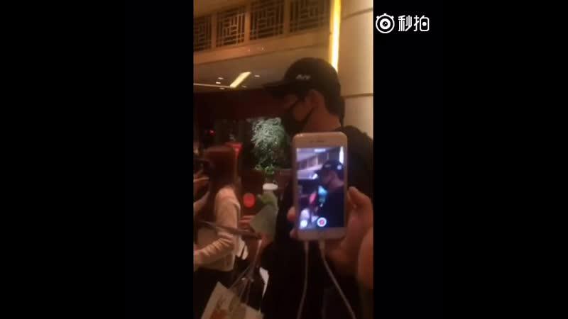 Johnny 黄景瑜 На съёмках фильма Оружие и почки 09/10/2016