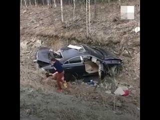 На Серовском тракте Mercedes на скорости более 200 км/ч улетел в кювет