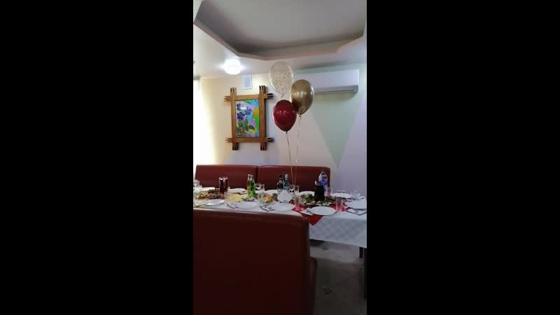 Украшение зала воздушными шарами на юбилей