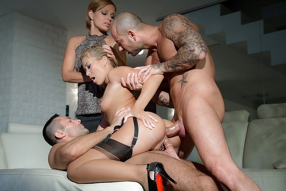 Girl fucks tiny dick porn pics