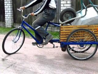 Самодельный трехколесный грузовой велосипед в работе