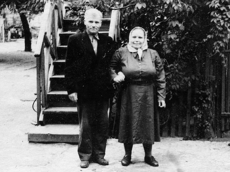 Григорий Семёнович и Мария Семёновна Лапокныш, 1958 год