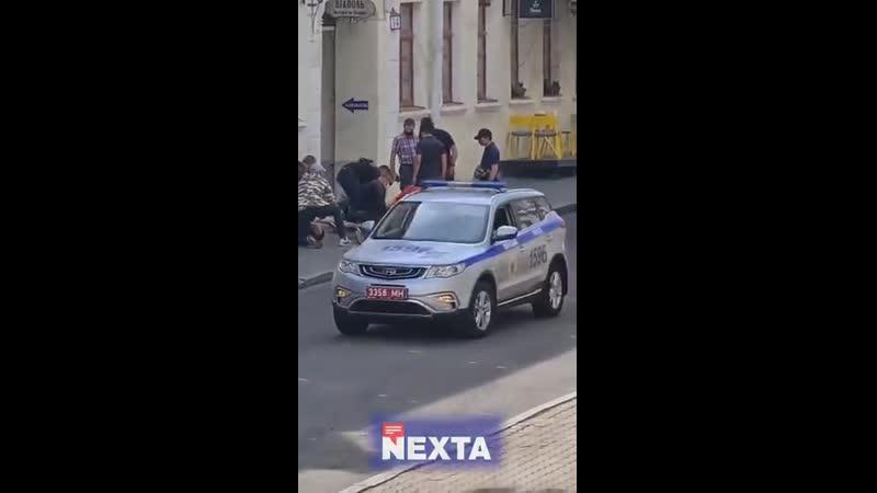 В Минске неизвестные в масках впечатали в асфальт застегнули наручниками увезли в неизвестном направлении корреспондентов Дождя