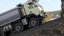Очень большой грузовик и очень маленькая девочка в рекламе VOLVO