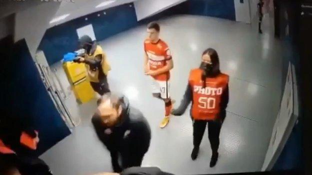 Появилось видео, как Хинкель получил удар в пах от представителя «Сочи»