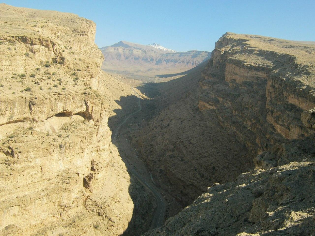 над каньоном около Делиджан и пещеры Чал Нахджир