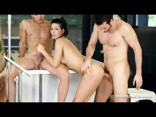 Alexa Tomas scene from Barcelona Boss. Porn|Порно|Милф|Двойное проникновение|Секс втроем|