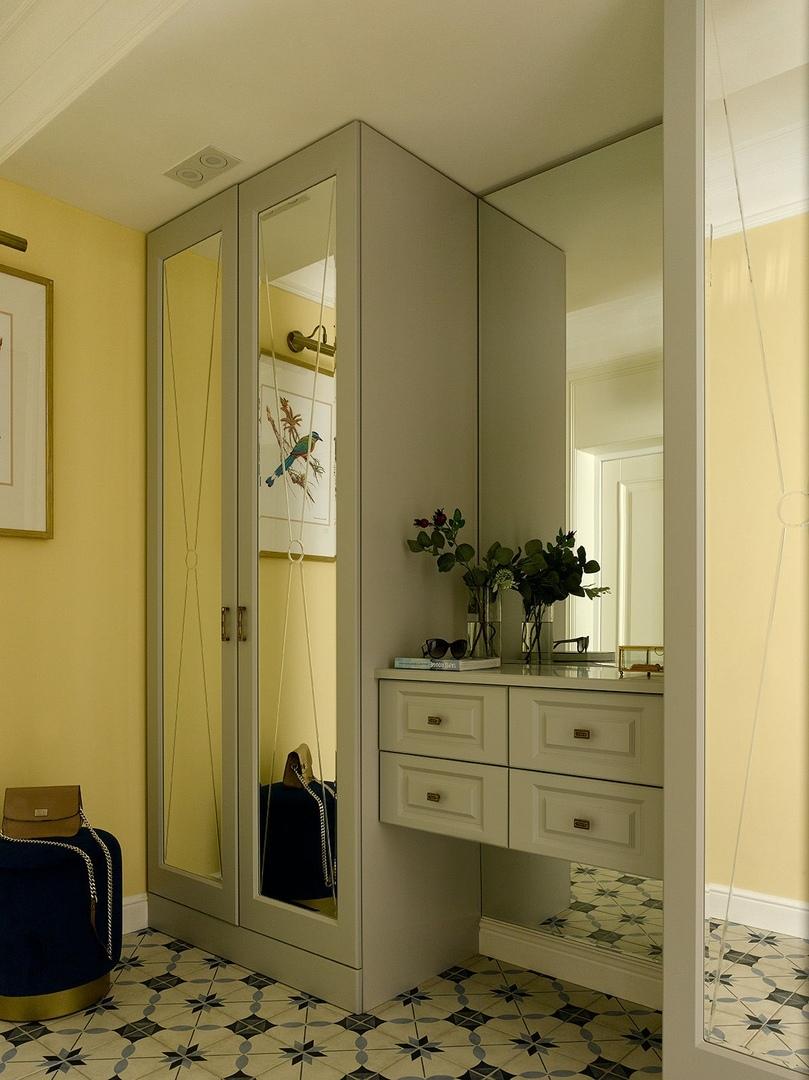 Желтая кухня и дух старой Москвы: маленькая квартира в сталинке от MARKINA Design || 02