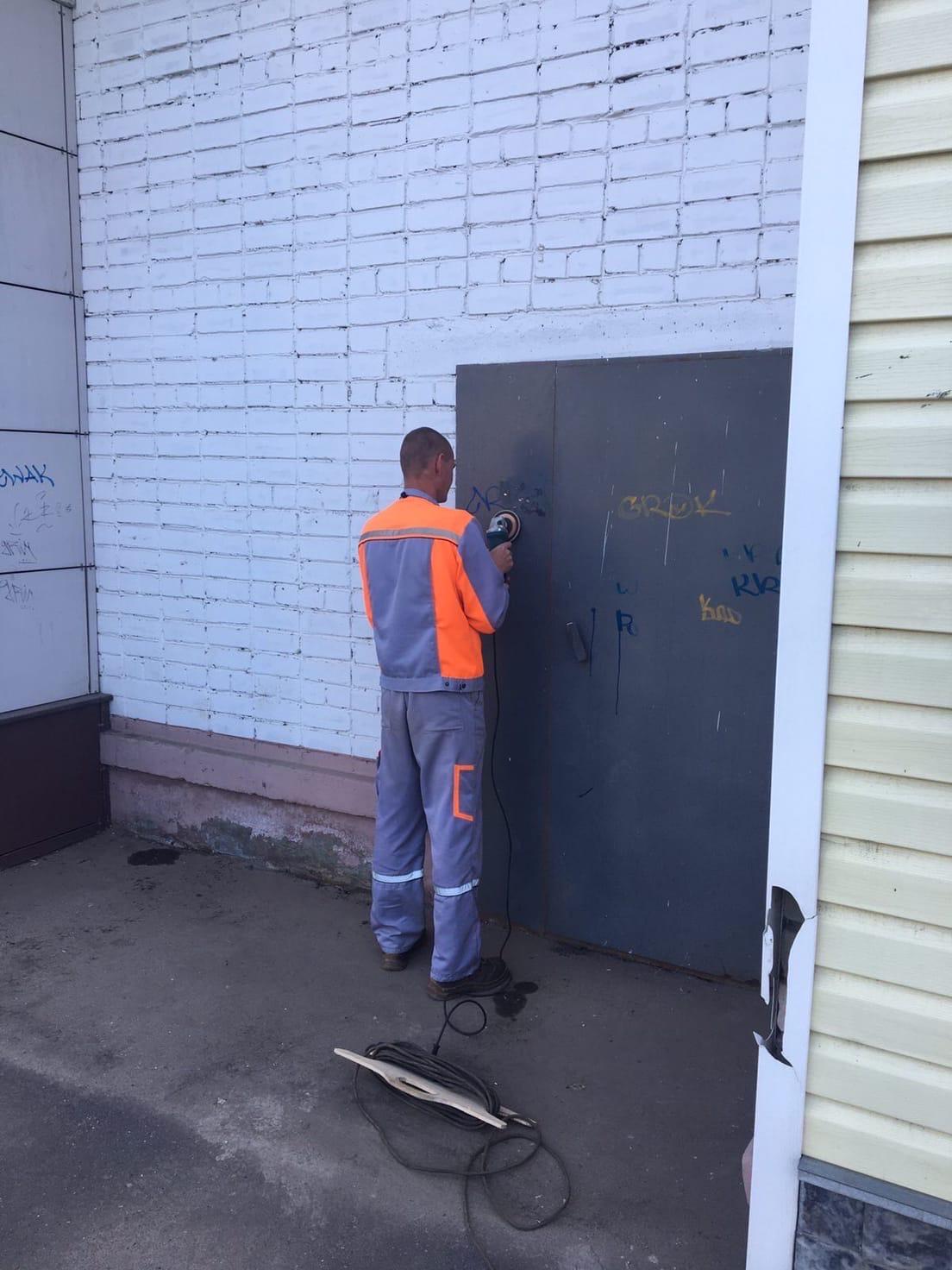 Лепсе 58/2 подготовка пожарного выхода к покраске....