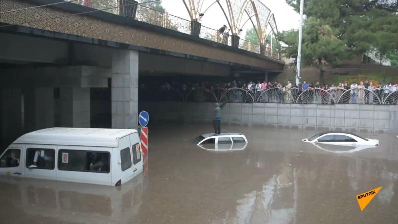 Душанбе затопило и дожди будут идти еще несколько дней