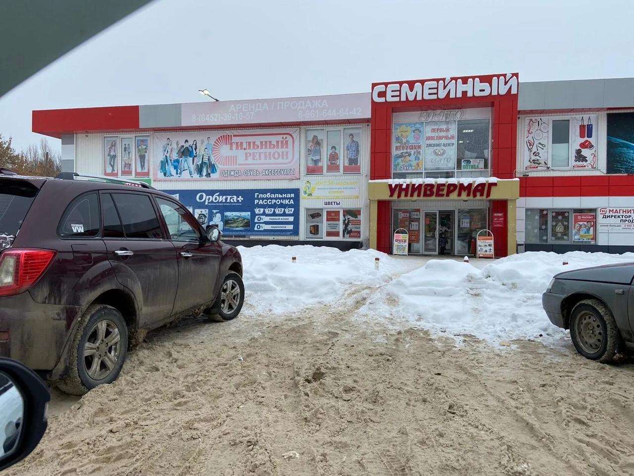 Администрация Петровского района работает с обращениями жителей по вопросам расчистки от снега городских улиц
