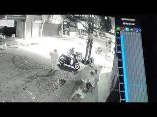 Водитель мототакси избивает иностранца. Паттайя. Таиланд.